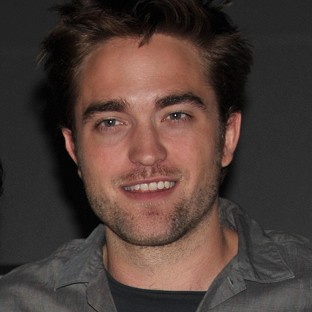 Twilight star Robert Pattinson was on hand to collect gongs at the Teen Choice Awards