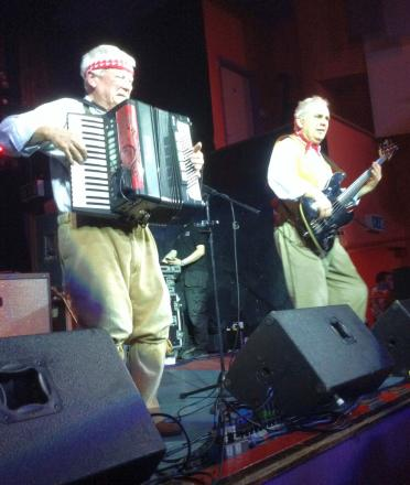 VIDEO: The Wurzels' scrumpy-and-Western show of support at The Palace