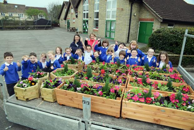 Bridgwater Mercury: The children from Kingsmoor planted flowers and gave them to the church in Moorland.