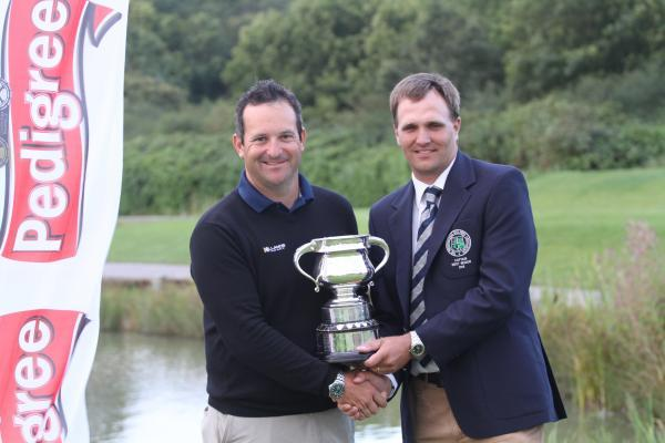 Enmore Park's David Dixon, the winner, receives the Lidgerwood trophy from West PGA captain Andrew March (Brean)