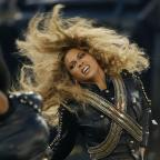 Bridgwater Mercury: Beyonce almost fell on stage at the Super Bowl - but recovered flawlessly