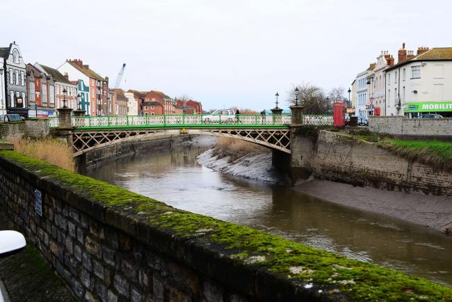 works to install new architectural lighting on bridgwater town