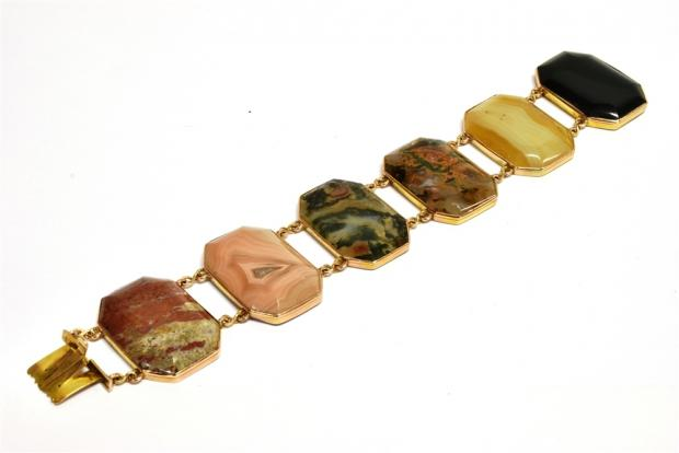 Bridgwater Mercury: STYLISH: Late Victorian gold and agate panel bracelet